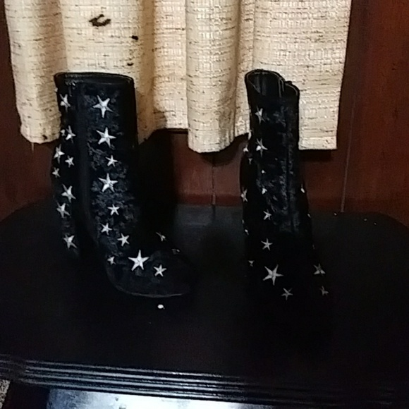 Wild Diva Shoes   A Pair Of Black Silk